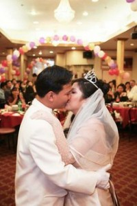 firman-wedding-kiss