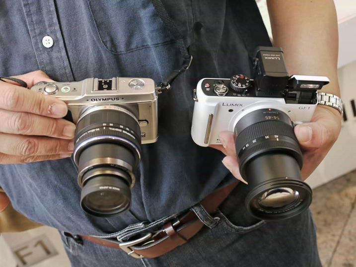 Panasonic GF1 and Olympus E-P1 side by side comparison with both kit lens extended