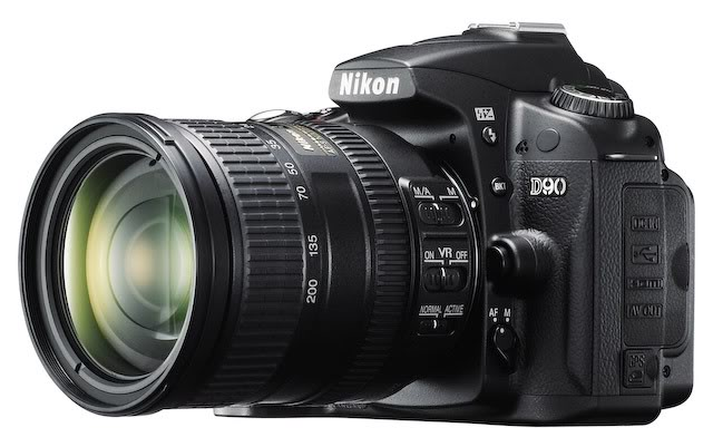Nikon D90 and 18-200mm lens is all-around combo for general photography