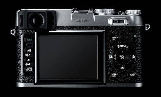 X100 use magnesium alloy body construction and sports hybrid viewfinder or 2.8 LCD screen for composition